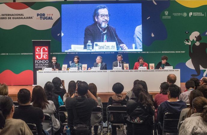 Rinden homenaje a Fernando del Paso en la FIL Guadalajara