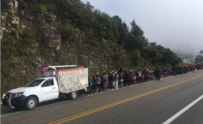 Dejan sin ayuda a caravana de indígenas desplazados de Chiapas