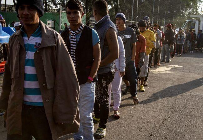 En medio del caos y desorden algunos grupos de migrantes dejan la CDMX