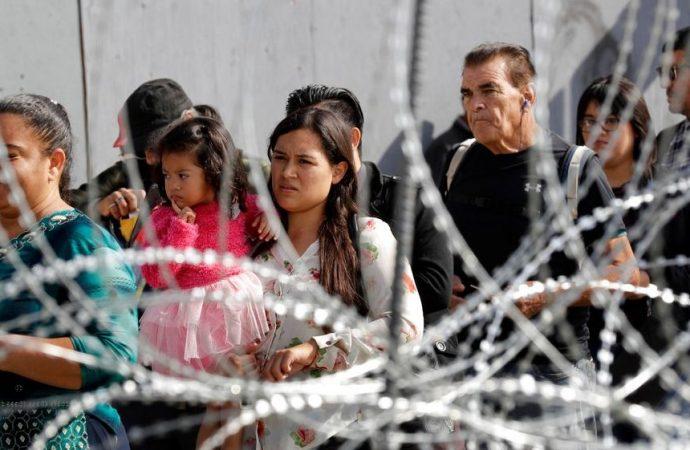 Juez impide aplicar prohibición de asilo a migrantes de Trump