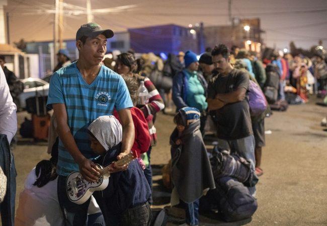 """""""Contados inmigrantes de caravana recibirán asilo"""": EU"""