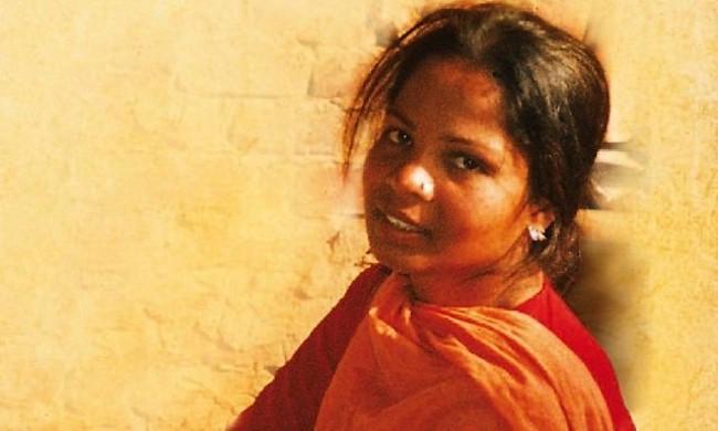 Mujer absuelta de blasfemia sigue en Pakistán tras informe de su partida