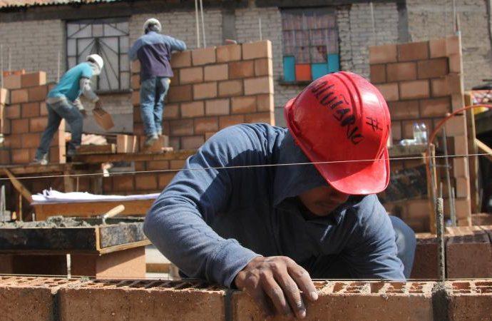 Gobierno capitalino entrega 200 créditos para damnificados por sismo