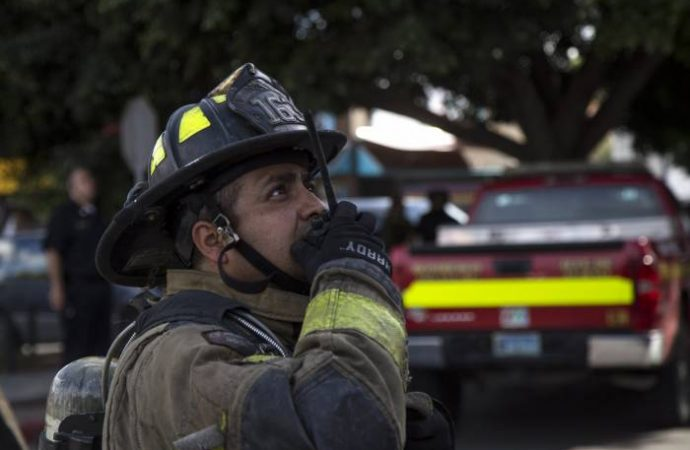 Bomberos combaten dos incendios en la Ciudad de México esta mañana