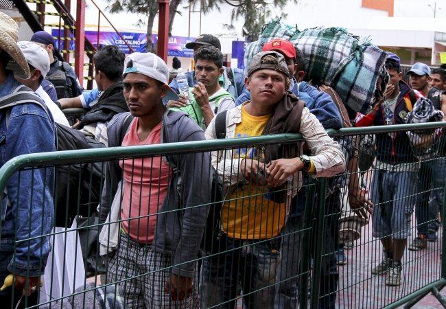 Migrantes salen de Zapopan, se dirigen hacia Tepic