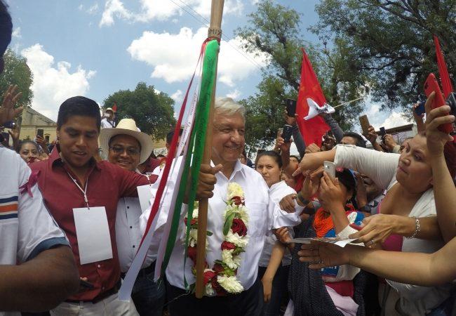 López Obrador, primer presidente de México que recibirá Bastón de Mando