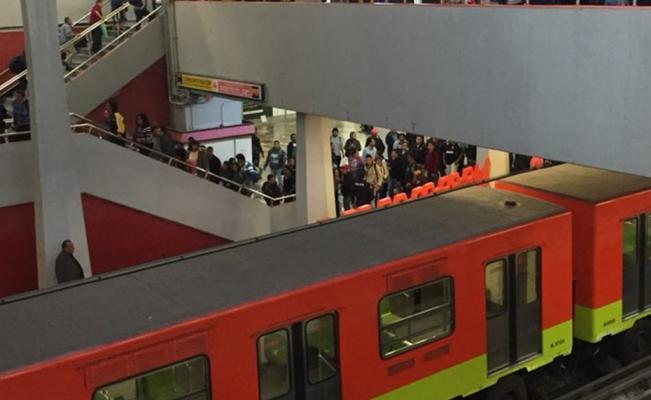 Cerrarán estaciones del metro y metrobus por toma de protesta de AMLO