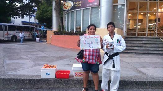 Karateca mexicano de 12 años vende paletas para competir en Italia