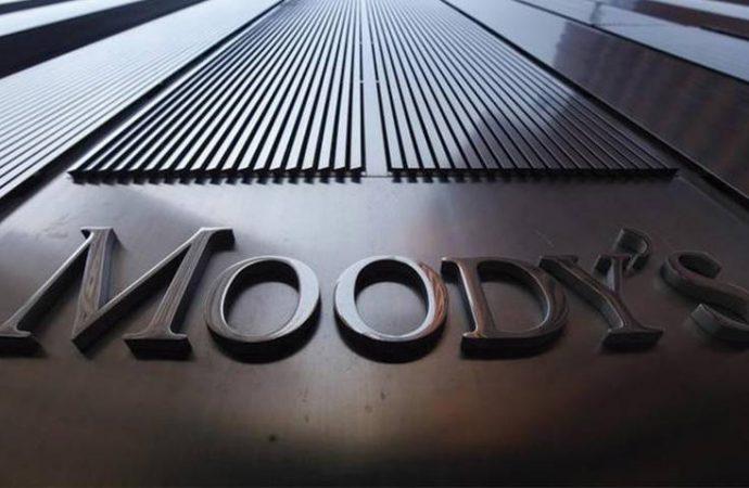 Iniciativa de Morena para eliminar comisiones bancarias amenaza autonomía de Banxico: Moody's