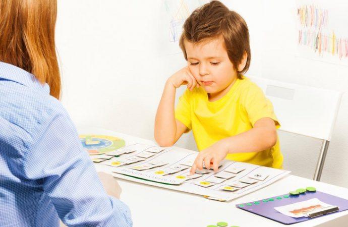 Tecnología genera síntomas confusos en el neurodesarrollo de los niños