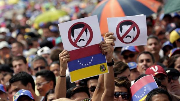 Venezuela reconoce ante el FMI profunda crisis financiera