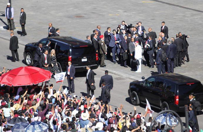 Divide consignas llegada de Nicolás Maduro a Palacio Nacional