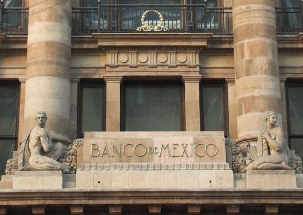 Monreal y Díaz de León negocian la reestructuración del Banco de México