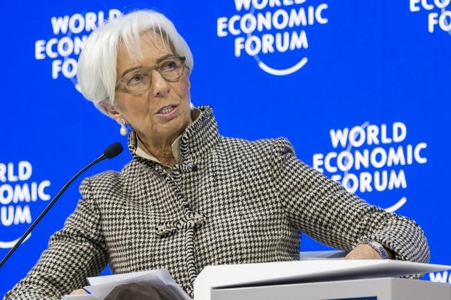 FMI alerta en Davos sobre riesgos económicos de calentamiento global