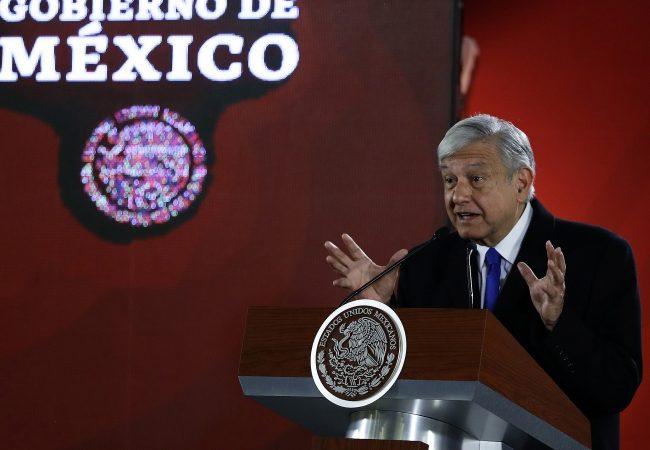 Inicia proceso para adquirir pipas y garantizar distribución de gasolina: López Obrador