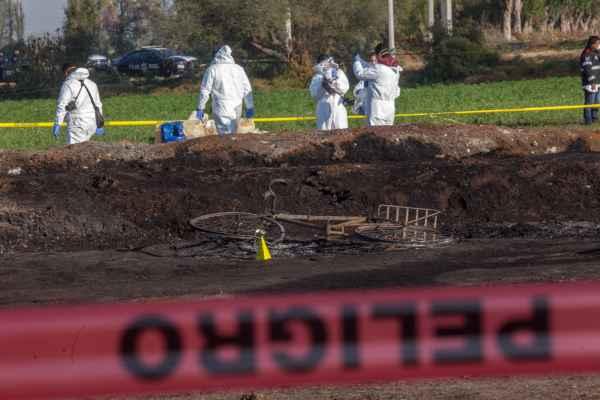 Personal de Pemex supervisa búsqueda de más cuerpos en zona de explosión