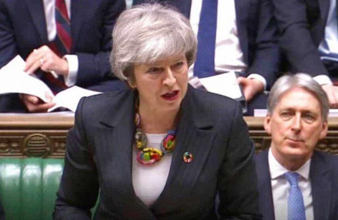 Theresa May pide a Parlamento británico más tiempo para negociar el Brexit