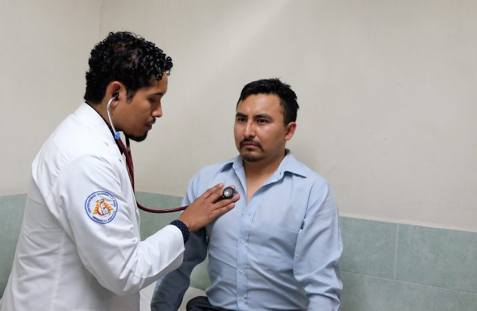 Con buen estado de salud, médicos del IMSS y de cardiología tras percance del avión en que viajaban