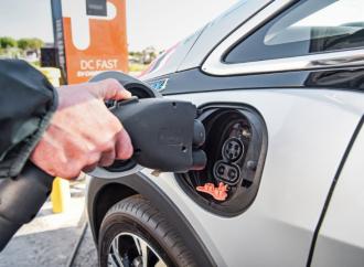 Masificación de autos eléctricos y autónomos abre retos en ese sector