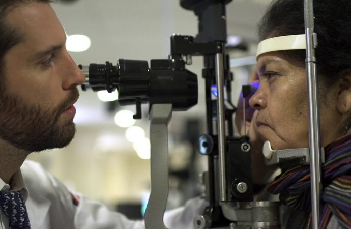 Inicia campaña para ofrecer más de dos mil cirugías de catarata