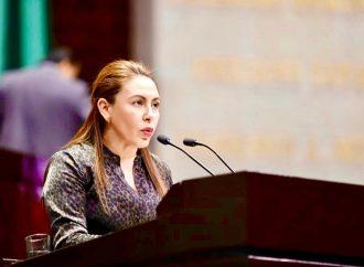 Celebra Rocío Barrera reconocimiento a Ifigenia Martínez