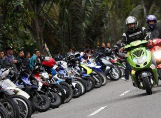 Placa delantera obligatoria a motocicletas para frenar robos