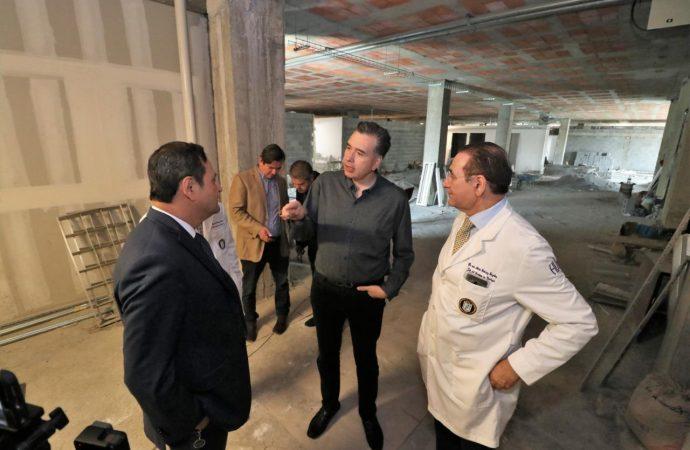 Recorre Waldo Fernández obras del hospital universitario que gestionó como diputado federal