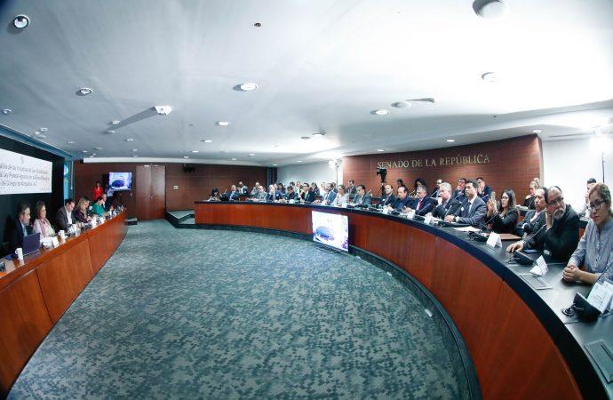 Senadores y Barra Mexicana, Colegio de Abogados debaten reforma agraria