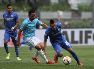 Cruz Azul vence a un débil Querétaro y marca gol 10 mil en el Azteca