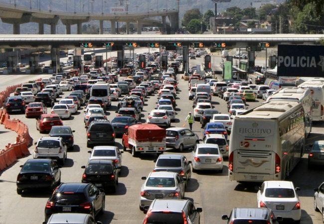 Sigue éxodo de personas hacia estados que colindan con Ciudad de México