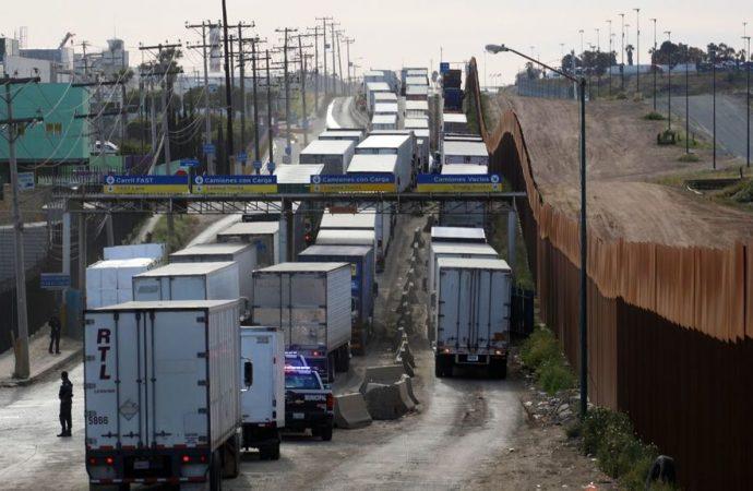 Advierten especialistas pérdidas diaria de 1,200 mdd si EU cierra la frontera