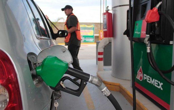 Responsabiliza AMLO a los concesionarios del aumento de la gasolina