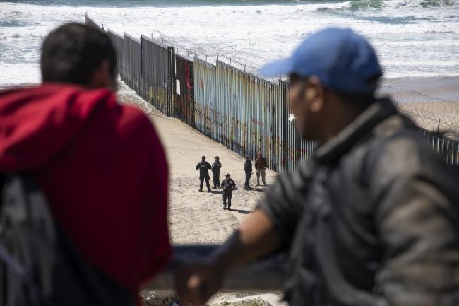 """Ante migrantes se busca que """"se respete la ley"""": AMLO"""