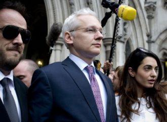 Assange ausente en audiencia preliminar por motivos de salud