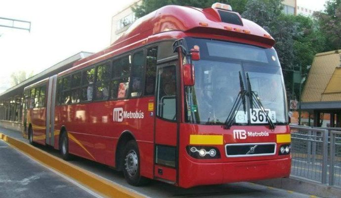 """Aclara AMLO """"consulta a mano alzada"""" sobre Metrobús"""