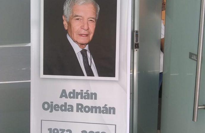 Rinden homenaje póstumo al periodista Adrián Ojeda Román, en el Senado