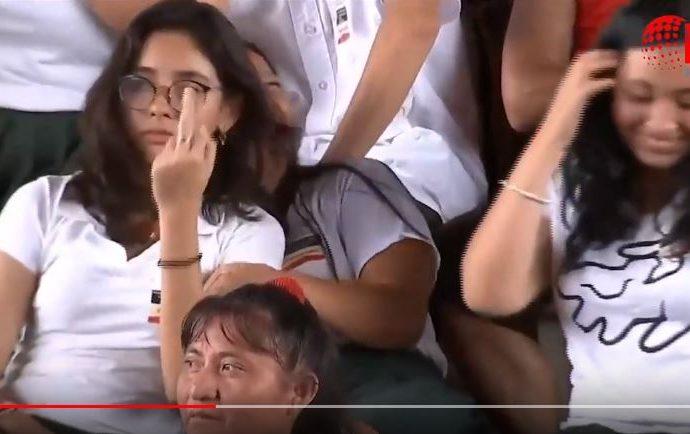 Fernández Noroña defiende a estudiante que 'pintó' dedo a AMLO