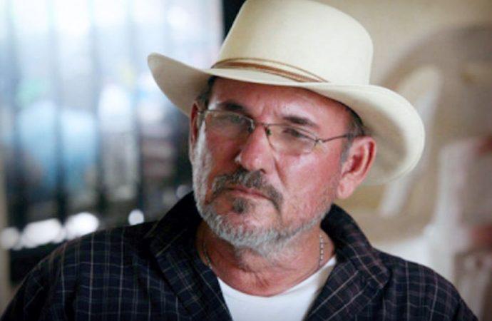Vuelve a armarse Hipólito Mora, exlíder de autodefensas en Michoacán