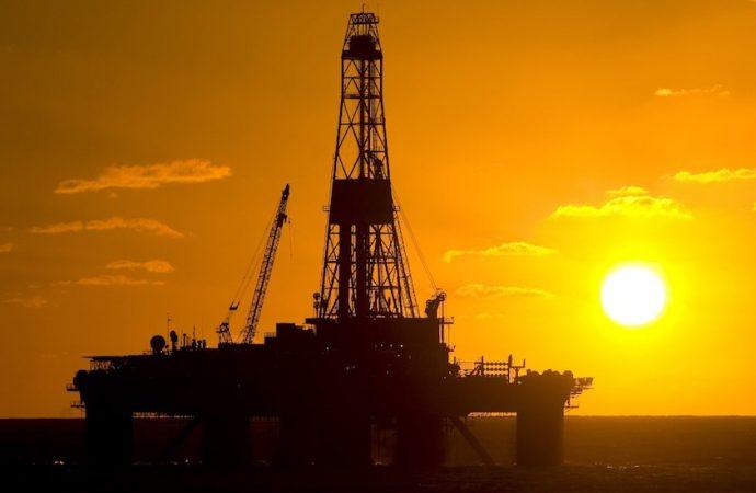 Amplía OPEP nueve meses más la reducción de producción de petróleo