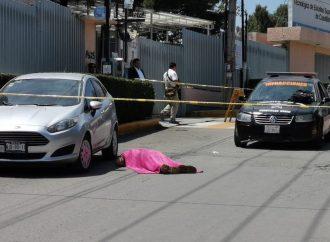 Asesinan a estudiante afuera de su escuela en Edomex