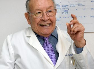 Necesario redestribuir a médicos donde hagan falta: Rubén Argüero