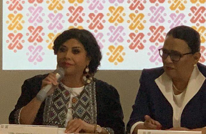 Entrega Alcaldesa de Iztapalapa tarjetas de apoyo a mujeres mayores de 30 años que retomaron estudios