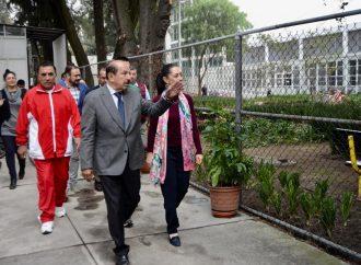 Quintero entrega alberca portátil en Magdalena Mixiuhca