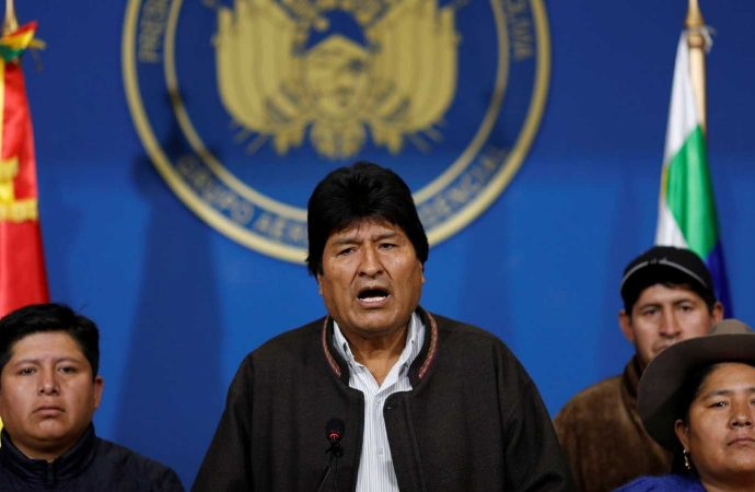 No pudo más y Evo Morales presentó su renuncia