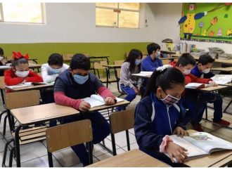 """No se acaba la corrupción en escuelas chilangas, prevalecen """"cuotas"""" de inscripción"""