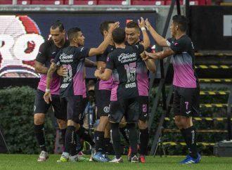Cruz Azul se impone a Chivas y vuelve al subliderato