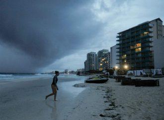 Se intensifica 'Zeta' a huracán rumbo a México y EU