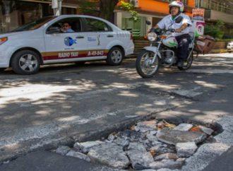 Exigen al GCDMX indemnizar sin pretexto a automovilistas ante daños por baches