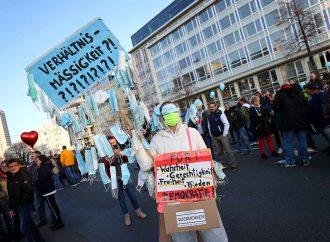 Hartos de restricciones Covid, 20 mil protestan en Alemania