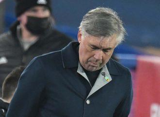 Lágrimas de Ancelotti en tributo a Maradona